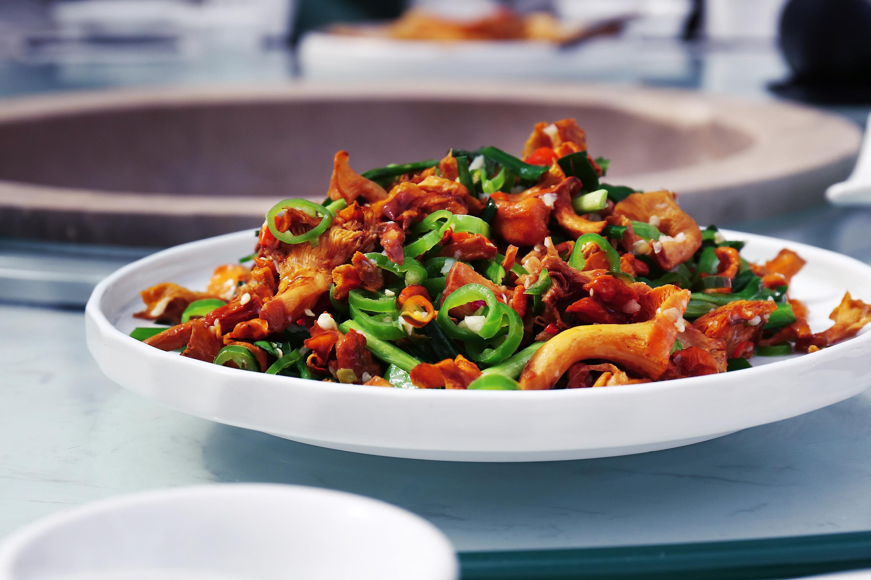 青椒干煸荷塘虾
