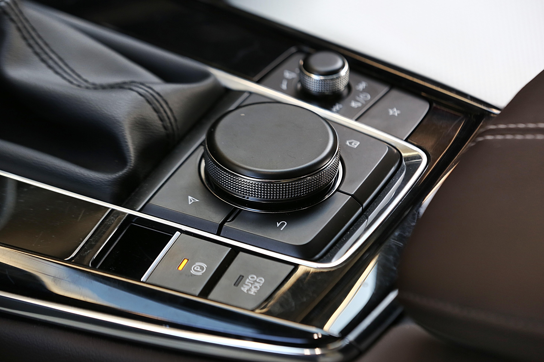 中央旋钮以及周围的快捷键,具有很高的实用性