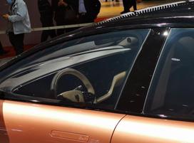 【恒驰1最新版本正式亮相2021上海车展!】2021上海车展,恒大旗下恒驰汽车如约而至,他们一口气带来了从恒驰1—恒驰9共9款新车。其中的恒驰1相比之前公布的版本更加接近量产,其轴距达到了3150mm,定位在大型轿车,官方称未来上市后将对标奔驰S级、宝马7系以及奥迪A8L。虽然还不是最终的量产版本,但也可以看出恒驰1的整体外观设计走的是简洁路线,并且整车都没有采用锋利的线条。得益于3150mm的长轴距,恒驰1的侧面十分修长,同时用光影型面的效果营造出了肌肉感。新车虽然定位在豪华行政级别,但尾部溜背式的造型让它看上去并不死板,反而给人很强的运动感。目前新车内...