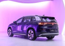 【上汽大众ID.6 X正式开启预定!】2021上海车展,上汽大众ID.6 X正式发布,同时开启了初见版的预定,价格将不超过30万元。新车出自大众MEB模块化电动平台,定位在中大型纯电动SUV,同时将提供3排6座以及7座的布局,有望在第三季度上市。和它的姊妹车型一汽大众ID.6 CROZZ一样,ID.6 X也是一款专门为中国市场打造的ID.系列车型。整体外观沿用了此前发布的ID.4系列,但在细节上做出了相应的调整。车身尺寸方面,新车的长/宽/高分别为4876/1848/1680mm,轴距为2965mm。车尾部分,贯穿式的尾灯造型同样没有缺席,发光的LOGO也得以保留,这个配置目前也是中国市场独享。内饰方...