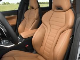 """【全新一代寶馬4系Gran Coupe車型正式開啟預售】全新一代寶馬4系Gran Coupe車型正式開啟預售,共推出3款車型,價格區間37.5萬-47萬元。新車的前臉依舊是辨識度極高的""""大鼻孔"""",內飾方面也與現款4系保持了一致,搭載了支持系統OTA升級的iDrive 7.0系統。動力方面,還是延續了高/低功率2.0T發動機,最大功率分別為258馬力和186馬力,匹配8AT的變速箱。"""