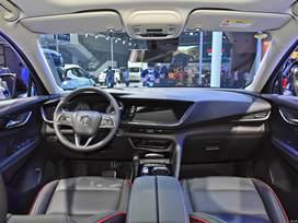 【2022款别克昂科威S正式上市!售价21.99万元起!】上汽通用别克2022款昂科威S系列车型正式上市了,推出包含普通版、GS版和艾维亚版在内共计5款车型,其价格区间为21.99万-27.99万元。动力上,新车全系采用了2.0T+48V轻混动力系统,其最大功率为237马力,峰值扭矩为350牛·米,匹配9AT变速箱。